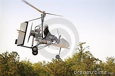 飞行旋转直升飞机