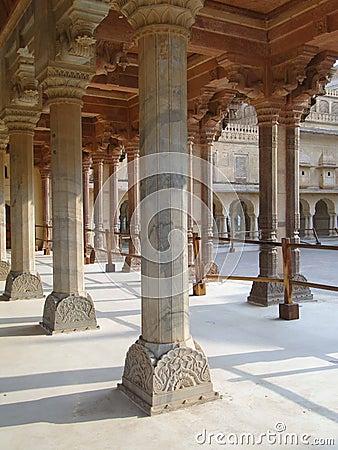 宫殿的大理石柱图片
