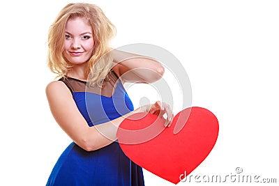 红色心脏爱标志妇女举行情人节标志