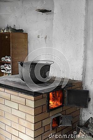 老锅炉土气火炉图片