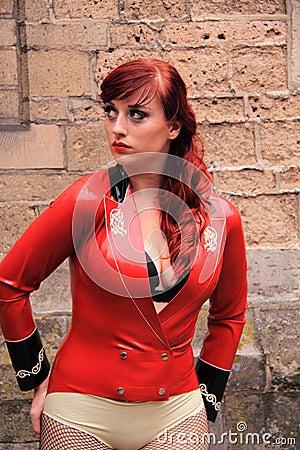 礼服女孩乳汁红色佩带