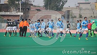 到达在所有巴基斯坦每年曲棍球比赛期间的队 股票视频