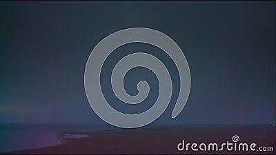 Åskväder med blixt på berigen av sjön lager videofilmer