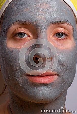 Återställning och ansiktsbehandling av kvinnan