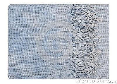 É um lenço azul com franja.