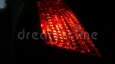 Éclairage du voyant de la voiture la nuit Concepts de technologie et de transport banque de vidéos