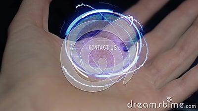 Éntrenos en contacto con holograma del texto en una mano femenina metrajes