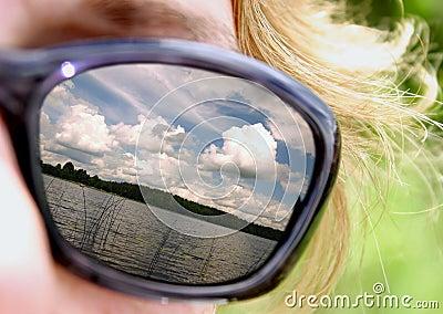 Été sur des lunettes de soleil
