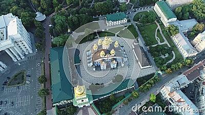 Εναέρια άποψη του χρυσός-καλυμμένου δια θόλου μοναστηριού του ST Michael στο Κίεβο, Ουκρανία φιλμ μικρού μήκους