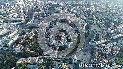 Εναέρια άποψη του χρυσός-καλυμμένου δια θόλου μοναστηριού του ST Michael στο Κίεβο, Ουκρανία απόθεμα βίντεο