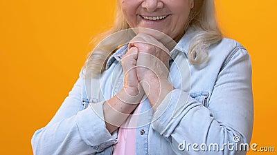 Θετικός θαυμασμός γιαγιάδων υπόβαθρο, αίσθημα που αγγίζεται στο φωτεινό, τρυφερότητα απόθεμα βίντεο