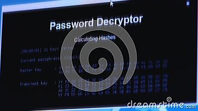 κλέφτης Χάκερ που κλέβει τα ευαίσθητα στοιχεία ως κωδικούς πρόσβασης από ένα προσωπικό Η/Υ χρήσιμο για αντι και Διαδίκτυο φιλμ μικρού μήκους