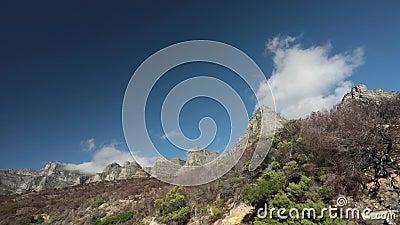 Ξεράνετε τα μμένα fynbos και τα σύννεφα φιλμ μικρού μήκους