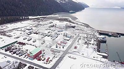 Πολυάσχολο ναυπηγείο που αγωνίζεται να εργαστεί στα σκάφη τον από την Αλάσκα χειμώνα απόθεμα βίντεο