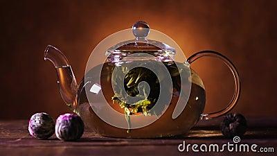 Πράσινος κινεζικός οφθαλμός λουλουδιών τσαγιού που ανθίζει teapot γυαλιού φιλμ μικρού μήκους