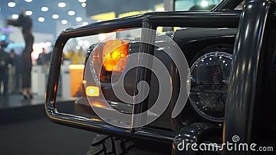 Προβολέας του αυτοκινήτου SUV απόθεμα βίντεο