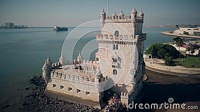 Вид с воздуха башни Belem в отснятом видеоматериале Лиссабона Португалии 4k сток-видео