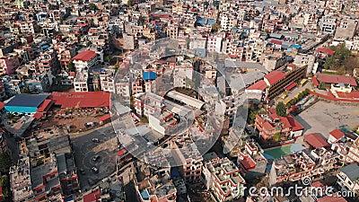 Воздушный взгляд сверху с трутнем на Катманду столица мистического Непала, страна большой возвышенности акции видеоматериалы