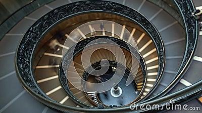 Промежуток времени современных лестниц Bramante спиральных музеев Ватикана, Рим, Италия Лестница двойной спирали th