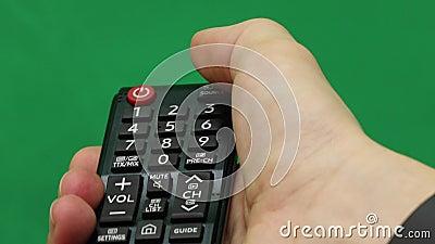 Рука ` s людей Большое дистанционное управление Правая рука зеленый экран Отожмите кнопку видеоматериал