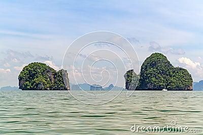 Öar av den Phang Nga nationalparken i Thailand