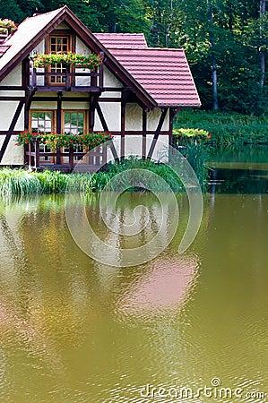 Ökologisches Haus auf See