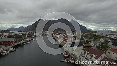 Über Inseln Lofoten Henningsvær stock footage
