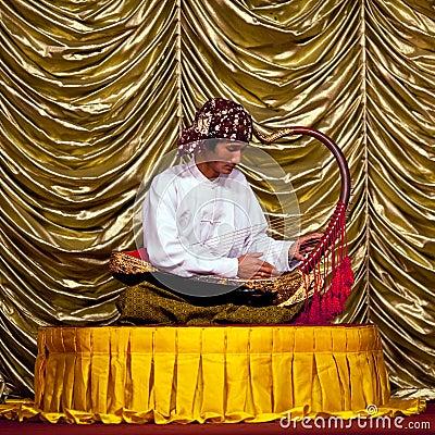 竖琴(saung-gauk)是象征缅甸的一台传统串仪器.图片