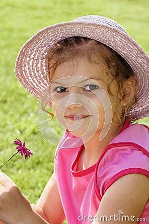 śliczny kwiatu dziewczyny mienie trochę