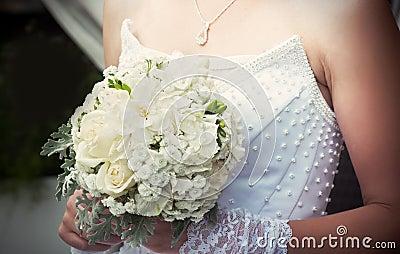 Ślubny bukiet z białymi różami