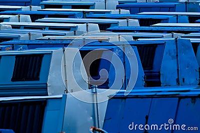 śmieciarscy błękitny zbiorniki