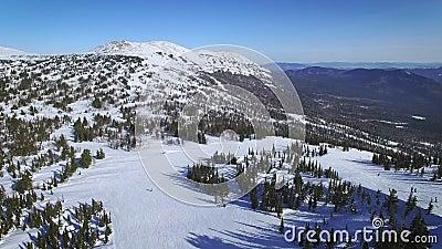 Śnieżna góra w ośrodku narciarskim zdjęcie wideo