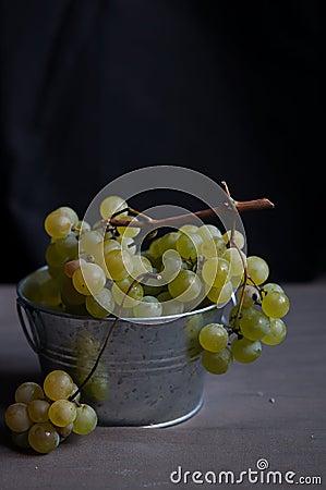 Świezi zieleni winogrona