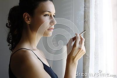 女孩抽烟 库存图片 图片