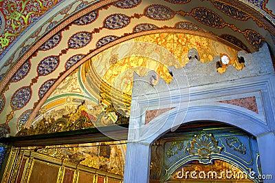 富有地装饰的大厅在topkapi宫殿,伊斯坦布尔土耳其.图片