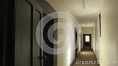 Ένας άσπρος συχνασμένος διάδρομος απόθεμα βίντεο