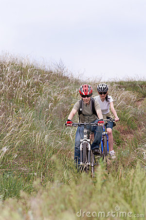 έφηβος βουνών ποδηλάτων