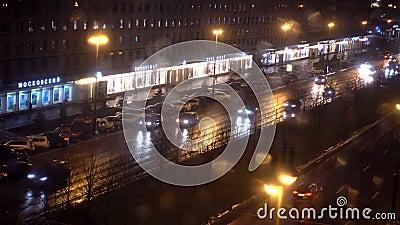 Αγία Πετρούπολη, Ρωσία-27 Νοεμβρίου 2019 Νυχτερινή προβολή της κορυφαίας ροής του αυτοκινήτου στην περιοχή της Μόσχας φιλμ μικρού μήκους