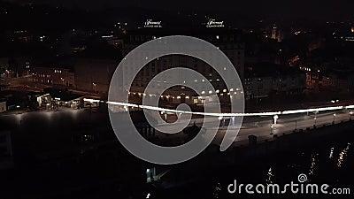 Αεροφωτογραφία στο τοπίο με φωτεινά κτίρια απόθεμα βίντεο