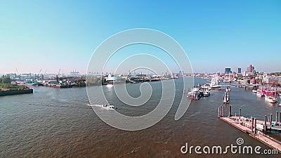 Αμβούργο, Γερμανία - 11 Οκτωβρίου 2018 Άποψη του ποταμού Έλβα από πάνω απόθεμα βίντεο