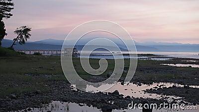 Ανατολή πέρα από το κρύσταλλο - σαφής λίμνη απόθεμα βίντεο