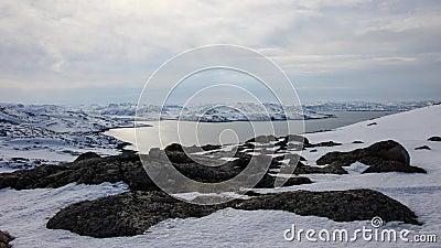 Αρκτικός ωκεανός, χειμώνας, ακτή χιονιού, Ρωσία, τοπίο της όμορφης άγριας φύσης του Βορρά Όμορφος χειμερινός πάγος χιονιού και το φιλμ μικρού μήκους
