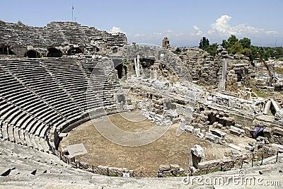 Αρχαίο αμφιθέατρο στην πλευρά