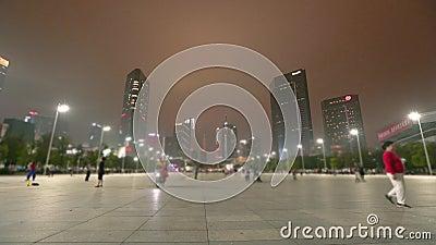 Ασιατικοί λαοί που χορεύουν στην οδό Ασιατικοί λαοί που κάνουν τις ασκήσεις στη μεγάλη οδό Νύχτα Guangzhou timelapse απόθεμα βίντεο