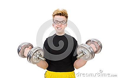 Αστείος τύπος με τα dumbbels
