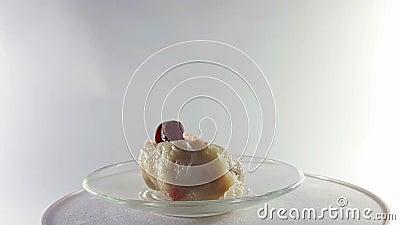 360 βαθμοί, τηλεοπτικό νόστιμο γεύμα Τρόφιμα από τη βρασμένα ζύμη και τα κεράσια, στροφή 360° Υγιεινή διατροφή Εύγευστος και βιτα φιλμ μικρού μήκους