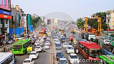 Βαριά κυκλοφορία αυτοκινήτων στην πόλη του Νέου Δελχί, Ινδία απόθεμα βίντεο