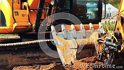 Βαρύς εκσκαφέας καμπιών που λειτουργεί στο λατομείο Μεγάλη ισχυρή μηχανή κατασκευής φιλμ μικρού μήκους