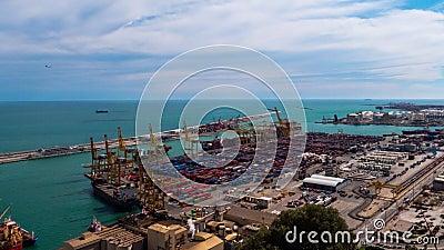 Βιομηχανικός λιμένας για τις εμπορευματικές μεταφορές και τις παγκόσμιες επιχειρήσεις Βαρκελώνη απόθεμα βίντεο
