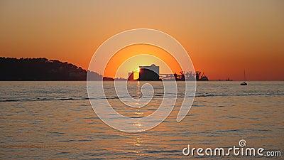 Βιομηχανικός λιμένας στο ηλιοβασίλεμα Λισσαβώνα, Πορτογαλία απόθεμα βίντεο